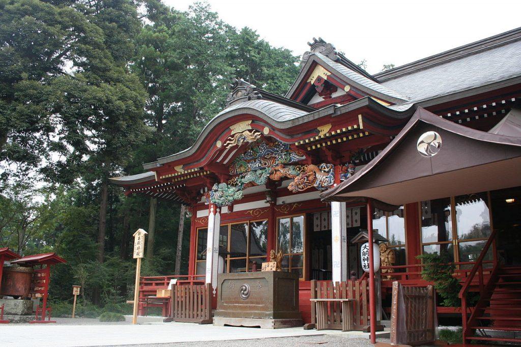 1280px-Oosakijinjya-haiden