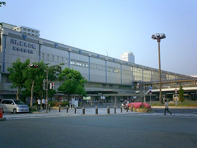 640px-HK-NS-KawanishinoseguchiStation