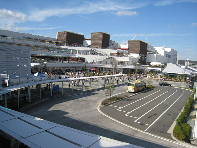 640px-Terracemall_Shonan_North_Bus_Terminal_Side