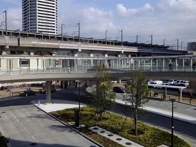 Musashi-Urawa_Station_west_square